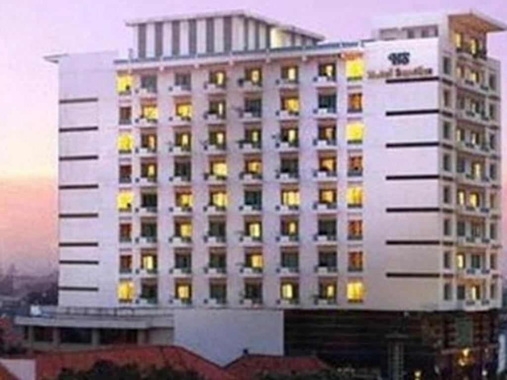 Loker Hotel Santika Pandegiling Surabaya - MyRobin