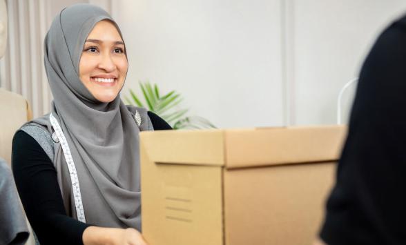 bigstock-Muslim-Woman-Designer-Receivin-306202582-1