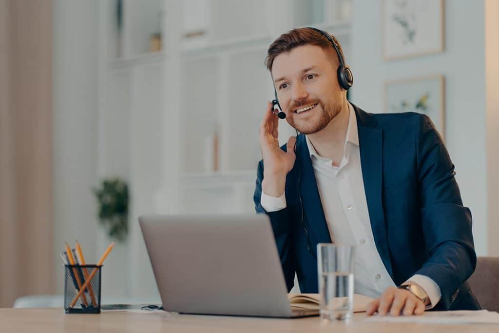 Jadilah Pendengar Yang Baik sebagai Customer Service