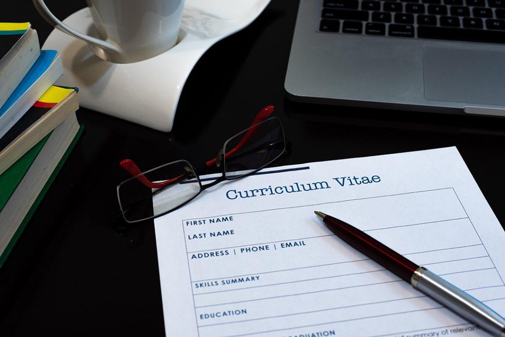 Tampilan CV Terlalu Meriah